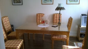 table extensible en bois et 6 chaises /wooden table and 6 chairs