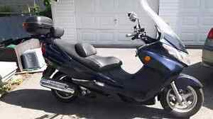 Twist and Go - 2004 Suzuki Burgman 400 maxi scooter