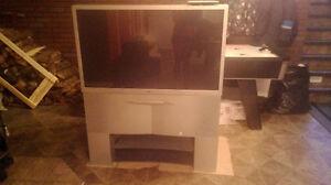 Télévision 46' à projection