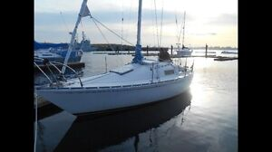 PRICE REDUCTION!! Make me an offer! Mirage 24 sailboat, 8 hp ob