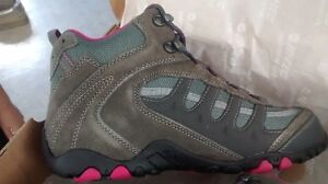 Woman Hiking Boots Size 9