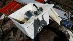 Laundry tub and fittings $5