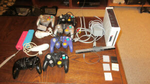 Wii Softmodded/w NGC and Wii controllers + Mem Cards