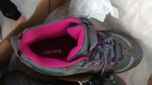 Woman Hiking Boots Size 9 Cornwall Ontario image 2