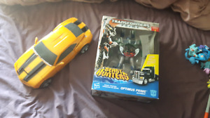 Ultimate bumble bee and beast hunter Optimus