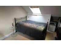 Light spacious unfurnished double ensuite near Colliers Wood station