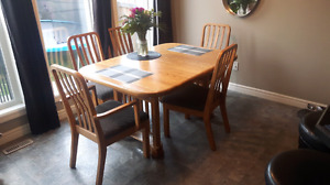 Solid Oak dinner dinning table with 6 chairs