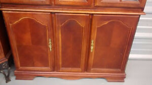 Elegant Cherry Wood Buffet & Hutch Kitchener / Waterloo Kitchener Area image 2