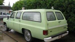 1976 CHEV SUBURBAN AMBULANCE 7 SEATER HIP TO BE  SQUARE