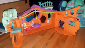 Littlest PetShop house and cars