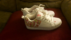 Very nice womans/girls size 6.5 DC sneakers