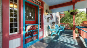 SWEET August Specials * DePeacock Vacation Home * Austin, Texas