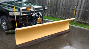9' snow plow - low usage fully functional!
