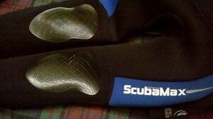 Scuba Max wetsuite and fins London Ontario image 6