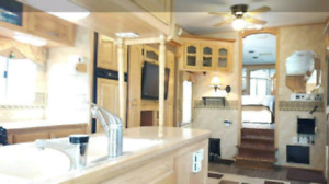 Spacious 2003 34 ft Keystone Everest fifth wheel travel trailer