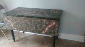 Table with side that folds down great little table Cambridge Kitchener Area image 1