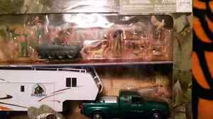 Hunting toys. Figures, truck and camper