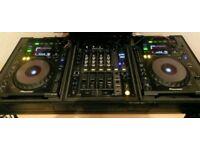 2x CDJ 900 with a DJM 700