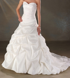 Size 20 Bonny White Wedding Dress