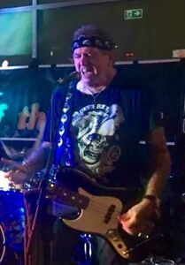 Bass guitarist/Drummer available Glenmore Park Penrith Area Preview
