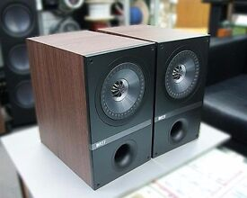 KEF Q100 Bookshelf Speakers + Solid Steel Stands