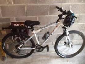 Ladies GT Avalanche 3.0 bicycle. Barely used - looks new.