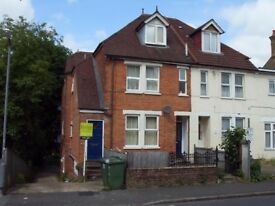 3 Bedroom Flat - Walking Distance to Town & Station
