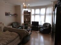 VERY LARGE DOUBLE ROOM IN A 4 BEDROOM FLAT TO LET GOLDERS GREEN INCLUDING ALL BILL AND INTERNET