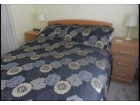 2 Bedeck Kingsize sets with matching curtains