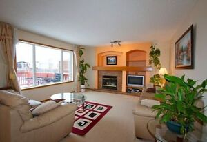 Perfect 2 storey 2400 SQFT house in Richmond West close to UM