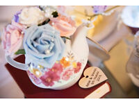 Teapots with matching cups / wedding centrepieces