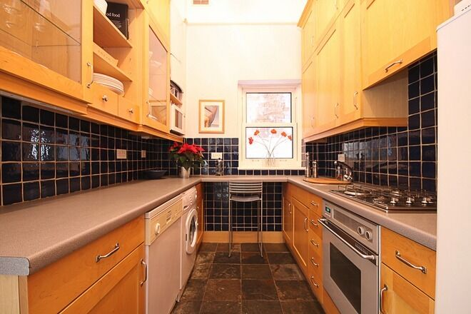 2 Bed house in the heart of Wimbledon!! Astronomically low price!! With garden!! Dont miss out!!