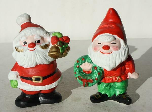 Santa Claus Elf Figurines Wreath Ceramic-Porcelain Hand Painted Set of 2 Figs