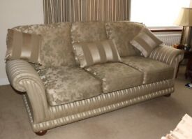 Stunning Excellent Quality 3 Piece Suite (3,1,1), 2 Footstools, 5 cushions & Arm Covers