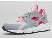(NEW) Lady's Nike Huarache trainers size 9