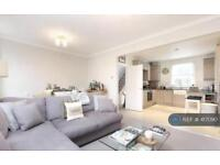 2 bedroom flat in Lambourn Road, London, SW4 (2 bed)