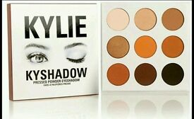 KYLIE JENNER KYSHADOW#BRONZE AND BURGANDY PALETTE AVAILABLE# PERFECT FOR CHRISTMAS#POSTAGE AVAILABLE