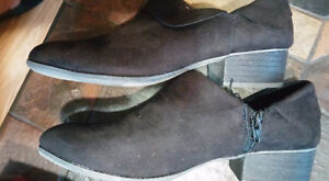 BRAND NEW AMERICAN EAGLE BLACK BOOTS SIZE