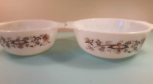 2 vintage pyrex dishes
