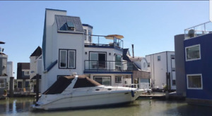 **** FLOAT HOME with Moorage FOR RENT ****