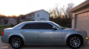 2006 CHRYSLER 300C hHEMI, LOW KMS - LOADED EXECUTIVE DRIVEN