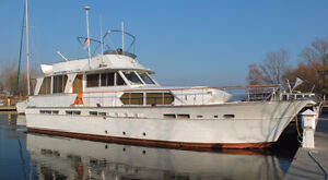 57' CHRIS-CRAFT CONSTELLATION MOTOR YACHT FOR SALE