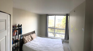 $1,300 - One Bed + Bathroom + Den + Balcony @ Burrard/6th
