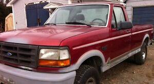 1995 Ford F-150 XL Pickup Truck 4X4 (Good Solid Truck)