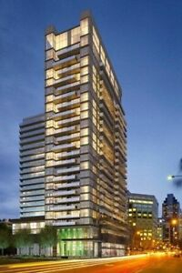 Walking Distance to Rogers Centre-FLY condo with Parking +Locke
