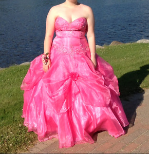 Prom Dress / Gown; Used Once (Size 14-16)
