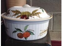 Casserole dish, in great condition.