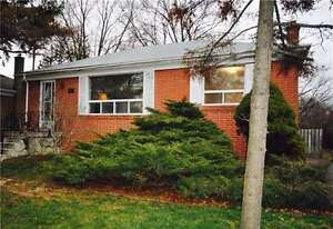Solid Brick Bungalow In Desirable Sw Oakville