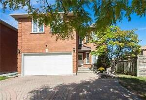 House For Sale in Richmond Hill at Bayview / 19th