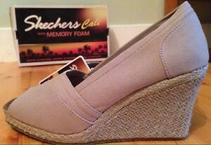 New in box size 6.5 tan color Skechers wedges